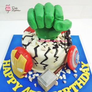 Mini Super Hero figures cake