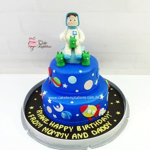 2 Layers Space cake with little astronaut