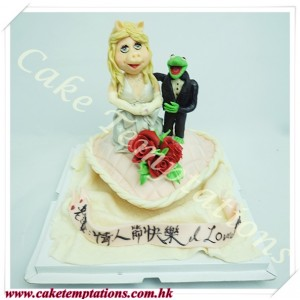 Miss Piggy and Kermit Cake